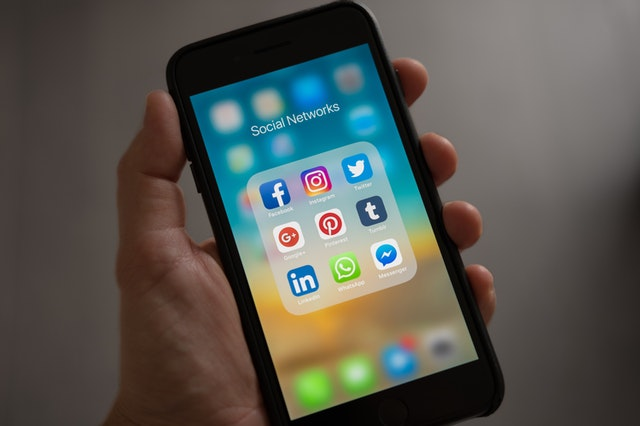Challenges and Benefits of Healthcare Social Media Marketing